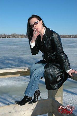 Smoking Mature Pics